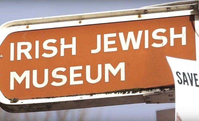 Signpost to Irish Jewish Museum